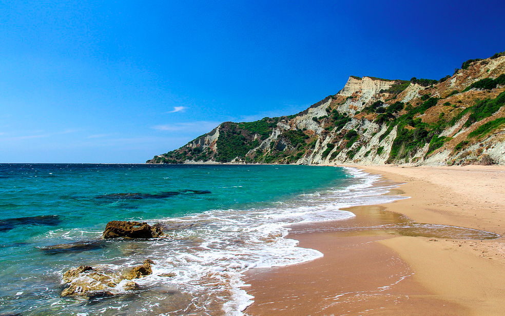 Cheap Lads Holidays >> Ultimate Kavos Travel Guide (info and dirt cheap holiday packages)