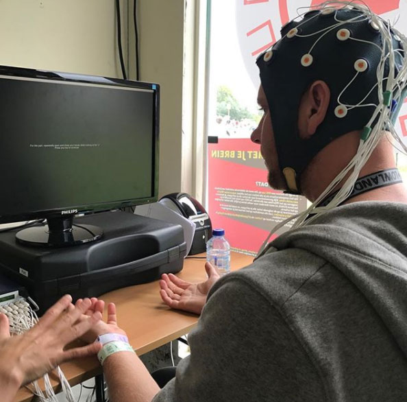 Dedicating my mind to science at Lowlands Science Zone ECG machine